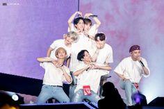 LYS tour in osaka Foto Bts, Bts Photo, Bts Suga, Bts Bangtan Boy, K Pop, Bts Ships, Taehyung, Bts Group Photos, Bts 2018