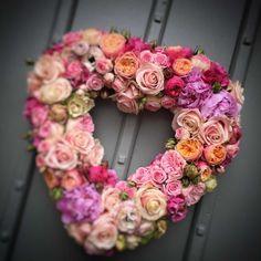 Funeral Flower Arrangements, Modern Flower Arrangements, Funeral Flowers, Silk Flower Wreaths, Silk Flowers, Floral Wreath, Unique Flowers, Beautiful Flowers, Valentine Day Wreaths
