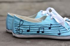 #embroidered sneakers via http://lifeovereasy.com/ #teenagecrafting