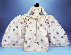 court mantua ca. 1750-1760 via The Kensington Palace State Apartments; that's officially the largest one I've seen!