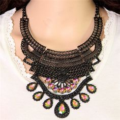 Acrylic Gem Embellished Vintage Hollow Arch Pattern Alloy Costume Necklace…