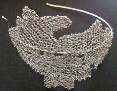 Tiara de crochê em metala