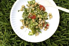 This chickpea salad is summer on a plate. Read More: Chickpea, Tomato, and Mixed Herb Salad on Raw Food Recipes, Veggie Recipes, Healthy Recipes, Healthy Snacks, Vegetarian Recipes, Cooking Recipes, Main Dish Salads, Healthy Side Dishes, Main Dishes