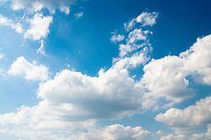 Blue Sky And Clouds Wall Mural - Nature Wall Mural endevegg i stua?