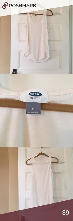 """Old Navy curve hem drapey tank size M NWOT Old Navy drapey rayon tank in """"creme de la creme"""" color (ivory). New without tags. Size M. 27"""" long, 17"""" from armpit to armpit. Old Navy Tops Tank Tops"""