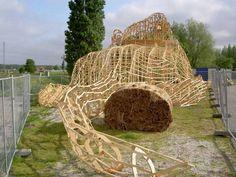 Musk Rat  Nieuwerkerk aan den Ijssel 2004  32 x 8 x 12 meters  Wood, thatch and metal wire