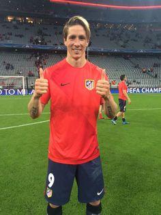 L'Atlético Madrid est en finale de la Ligue des champions !!!!! pour la troisième fois de son histoire. La deuxième fois en trois éditions. Et ce soir s'il s'est sorti de l'enfer bavarois c'est grâce à l'abnégation et la résilience du groupe de Diego Simeone. Mais aussi au sang-froid ultime d'Antoine Griezmann. A la suite d'un une-deux avec Fernando Torres et d'une contre-attaque rondement menée, l'international français s'en est allé battre Manuel Neuer de près.