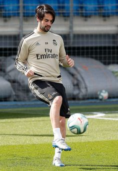 look who's back Look Whos Back, Isco Alarcon, Real Madrid Players, Soccer Stars, Football Boys, European Football, Man United, Football Players, Superstar
