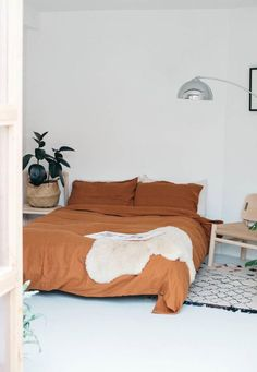 Home Decoration Design hygge home - hygge decor - homebody aesthetic - cozy bedroom - cozy living room - interior inspiration.Home Decoration Design hygge home - hygge decor - homebody aesthetic - cozy bedroom - cozy living room - interior inspiration Cozy Bedroom, Home Decor Bedroom, Bedroom Furniture, Bedroom Ideas, Master Bedroom, Furniture Dolly, Design Bedroom, Bedroom Bed, Girls Bedroom