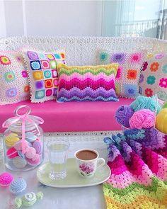 crochet for home Crochet Cushion Cover, Crochet Pillow Pattern, Crochet Cushions, Crochet Motif, Crochet Designs, Crochet Flowers, Knit Crochet, Crochet Decoration, Crochet Home Decor