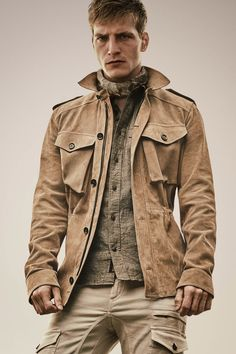 See all the Collection photos from Belstaff Spring/Summer 2016 Menswear now on British Vogue Mode Masculine, Casual Chic Style, Men Casual, Fashion Week, Mens Fashion, Johann Wolfgang Von Goethe, Desert Fashion, Safari Jacket, Belstaff