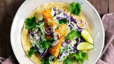 Crunchy fish tacos with cilantro and lime Fish Tacos, Frisk, Coleslaw, Fish And Seafood, Lunches And Dinners, Cilantro, Vegetable Pizza, Main Dishes, Good Food