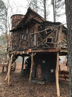 Tinker Bell, Fairytale House, Tree House Plans, Tree House Homes, Cool Tree Houses, Tree House Designs, Home Buying Tips, Diy Holz, Tiny House Movement