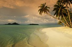 Tropical island. |Re-pinned by www.borabound.com
