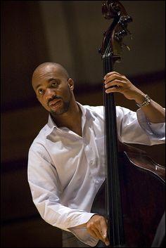 Joshua Redman Trio : Reuben Rogers. Photo Garry Corbett