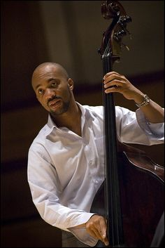 Joshua Redman Trio : Reuben Rogers. Photo Garry Corbett