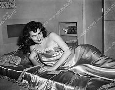 8b20-3073 stunning Ava Gardner takes a nap in mobile dressing room I think 8b20-