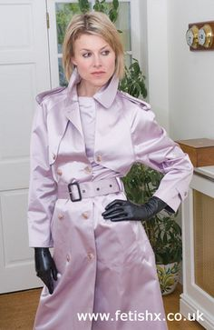 Lilac satin mac- lovely and sensual Black Leather Gloves, Leather Trench Coat, Rain Fashion, Rubber Raincoats, Leder Outfits, Textiles, Raincoats For Women, Leather Dresses, Rain Wear