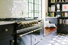 this stove + brass hardware + black cabinetry // via dreams + jeans