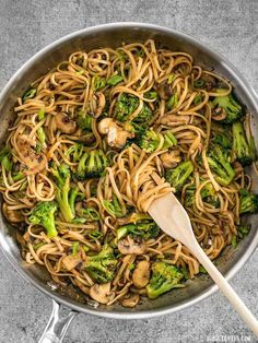 Simple Mushroom Broccoli Stir Fry Noodles With just a few ingredients you can make these easy and delicious Mushroom Broccoli Stir Fry Noodles for a fast weeknight dinner. Easy Healthy Recipes, Asian Recipes, Vegetarian Recipes, Easy Meals, Cooking Recipes, Healthy Food, Cooking Kale, Vegetarian Cookbook, Cooking Pumpkin