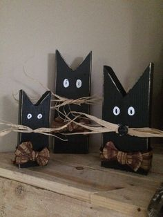 Set of 3 black cats primitive reclaimed wood by TheOldeRedHen