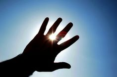 #Curiosidad de la semana:  En #invierno, la piel del rostro se encuentra más expuesta al aire libre: viento, frío, y radiaciones solares. Factores que hacen que tu piel se reseque y pueda quemarse. ¡Protégete! www.farmaciahuguet.com