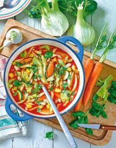 Die beste Schlank-Suppe kommt aus Sardinien: Die bunte Gemüsevielfalt und abgestimmte Kräuter fügen sich ideal zum absoluten Diät-Geheimtipp!