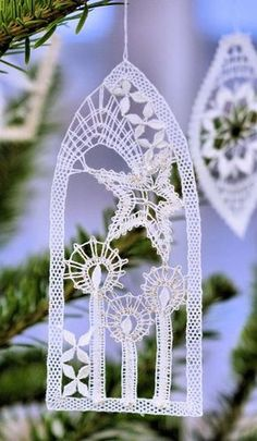 Discover recipes, home ideas, style inspiration and other ideas to try. Bobbin Lacemaking, Bobbin Lace Patterns, Lace Heart, Point Lace, Lace Jewelry, Crochet Patterns For Beginners, Lace Making, Crochet Home, Christmas Deco
