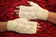 Romantic Natural white Lace fingerless Gloves  by ESTtoYou #fingerless #gloves #mittens #Haapsalu #lace Pitsilisedrandmesoojendajad
