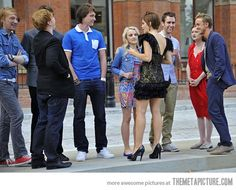 The kids of the Harry Potter cast, just hanging out. Love this photo.< LOOK AT THE BRUNETTE TWINS ITS WEIRD