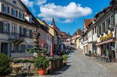 Die historische Altstadt von Gernsbach ist malerisch. In nur 25 Autominuten sind Sie vom Hotel am Sophienpark in Baden-Baden ins schöne Murgtal gefahren. Reizvolle Wanderungen um das Schloss Eberstein oder Richtung Staufenburg sind besonders empfehlenswert. http://www.hotel-am-sophienpark.de/