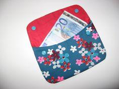 geldbeugel volgens het patroontje(Den Mufko) van Khadetjes. Stof:Petit Pan/Calamity