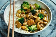 Try our Japanese chicken curry recipe with broccoli and mushrooms. Our easy Japanese curry is a quick curry recipe with chicken. Make our easy chicken curry Japanese Chicken Curry, Japanese Curry, Easy Chicken Curry, Best Tofu Recipes, Curry Recipes, Asian Recipes, Chicken Recipes, Tuna Recipes, Recipes