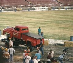 USHRA+%40+Los+Angeles+Memorial+Coliseum+1986 Truck And Tractor Pull, Tractor Pulling, Truck Pulls, Amber Glass, Scarlet, Mud, Tractors, Old School, Competition