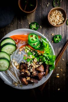 Tender pieces of marinated pork, stir fried until crisp on a bed of rice noodles, bean sprouts, and fresh herbs and served with Vietnamese dipping sauce (nuoc cham), this Vietnamese Pork Noodle Bowl is delicious and super easy to make. Vietnamese Grilled Pork, Marinated Pork, Vietnamese Noodle, Vermicelli Recipes, Rice Vermicelli, Indian Food Recipes, Asian Recipes, Vietnamese Recipes, Ethnic Recipes