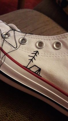 Embroidered Converse An embroidered converse with a tent and a tree Knitting , lace processing is essentially the most beautiful hobbies that. Embroidery Art, Cross Stitch Embroidery, Diy Embroidery Shoes, Diy Fashion, Ideias Fashion, Diy Clothing, Clothing Labels, Cross Stitching, Thrifting