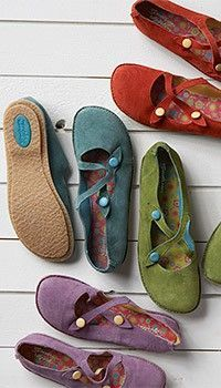 colorful shoes by gudrun sjoeden (hope they make these non-leather! Sock Shoes, Cute Shoes, Me Too Shoes, Shoe Boots, Shoe Bag, Comfy Shoes, Pretty Shoes, Flat Shoes, Comfortable Shoes