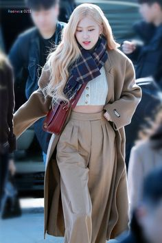 Find images and videos about fashion, rose and blackpink on We Heart It - the app to get lost in what you love. Blackpink Outfits, Kpop Fashion Outfits, Blackpink Fashion, Korean Outfits, Winter Fashion, Casual Outfits, Fashion Trends, 2000s Fashion, Latex Fashion