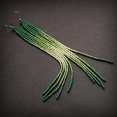 Очень длинные зеленые серьги из бисера