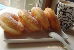 toujours avec ma fameuse pâte magique, j'ai fait ces superbes beignets ultra légers et fondant en bouche.. une fois vous goutez , aie aie aie diffcile de s'arreter lol cette pâte est d'une grande utilité pendant le mois sacré de ramadan ou on a envie... Beignets, Bulgarian Recipes, Turkish Recipes, My Recipes, Dessert Recipes, Cooking Recipes, Ramadan, Nutella Donuts, Doughnuts