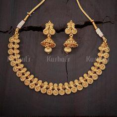 Kerala Jewellery, Tikka Jewelry, Gold Jewellery Design, Bridal Jewellery, Gold Jewelry, Short Necklace, Gold Necklace, Gold Chocker, Gold Haram