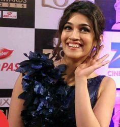 Indian Bollywood Actress, Bollywood Girls, Alia Bhatt Cute, Green Velvet Dress, Black Pink Kpop, Indian Celebrities, Beauty Queens, Girl Photography, Beautiful Actresses
