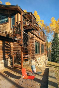Outdoor Spiral Stairs, Modern Log Cabin in Telluride Colorado. Cool modem log cabin and in my favorite state? Just to perfect. This house might have to be mine one day xD