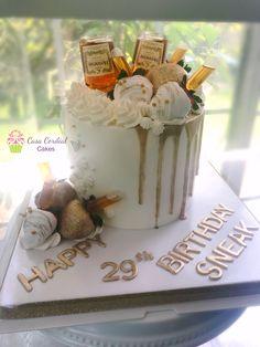 Hennessy Cake Zuchinni Cake Recipes, Pumpkin Cake Recipes, Homemade Cake Recipes, Delicious Cake Recipes, 19th Birthday Cakes, Birthday Cakes For Men, 21st Birthday, Birthday Beer, Birthday Ideas