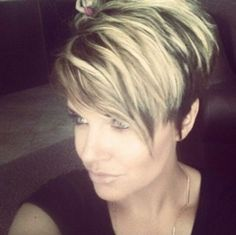 women haircuts short wavy hairstyle