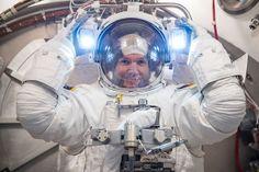 Alexander Gerst during spacesuit fit check at NASA's JSC | Flickr: Intercambio de fotos
