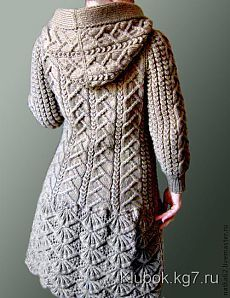 Discover thousands of images about crochelinhasagulhas: Casaco cinza em tricô Crochet Coat, Knitted Coat, Crochet Clothes, Knit Cardigan Pattern, Crochet Cardigan, Knitwear Fashion, Knit Fashion, Aran Knitting Patterns, Cardigan Outfits