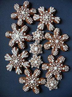 Vánoce- vločky | Perníky Iced Cookies, Cute Cookies, Yummy Cookies, Christmas Mood, Christmas Treats, Christmas Decorations, Xmas, Snowflake Cookies, Holiday Cookies
