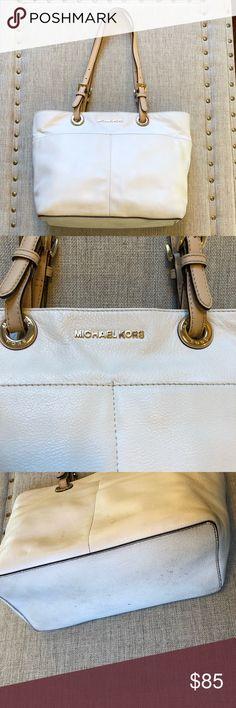 Michael Kors Bedford Pocket Tote Cream Leather Bedford Pocket Tote. Light wear on the bottom, and a little on the back. Beautiful Michael Kors Handbag! KORS Michael Kors Bags Totes