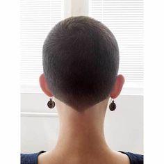 Feminine Pixie Cut with Asymmetrical Undercut - 20 Inspiring Pixie Undercut Hairstyles - The Trending Hairstyle Undercut Hairstyles, Pixie Hairstyles, Cool Hairstyles, Ladies Hairstyles, Hairstyles 2018, Beautiful Hairstyles, Natural Hairstyles, Very Short Haircuts, New Haircuts